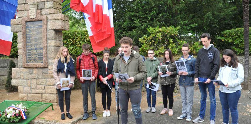 Cérémonie commémorative en souvenir des déportés (place Créach'Ferrari)